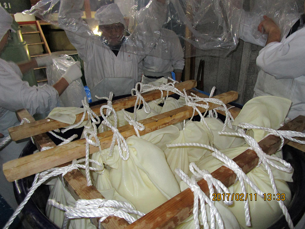 http://www.nipponnosake.com/kura/images/fumotoi_13_daigin_fukuro.jpg