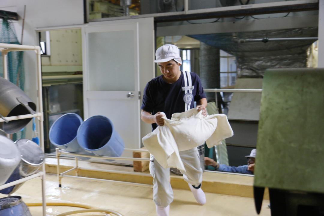 http://www.nipponnosake.com/kura/images/hatukame_16_komehakobi.jpg