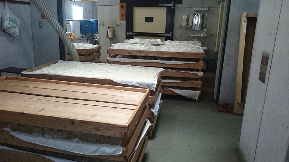 http://www.nipponnosake.com/kura/images/hyakusai_6_malt_room.jpg